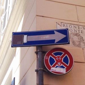 Clet Abrahams Straßenschilder in Rom