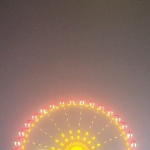 Riesenrad im Nebel